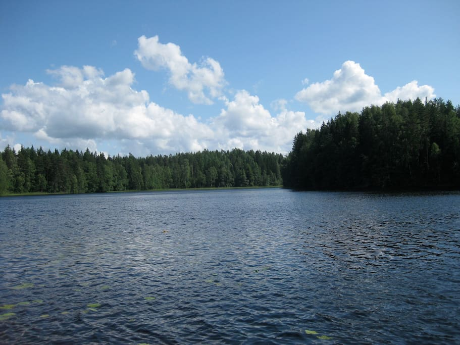 THE lake - about 500 meters from the house. Private sand beach and sauna.