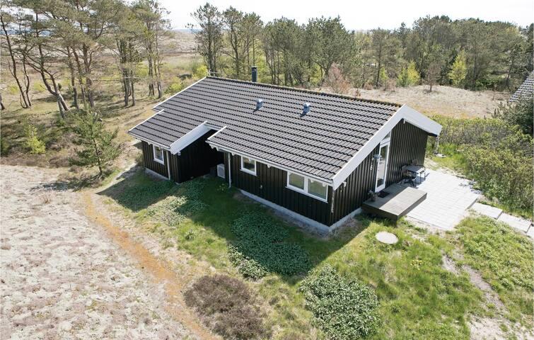Holiday cottage with 3 bedrooms on 75m² in Ålbæk
