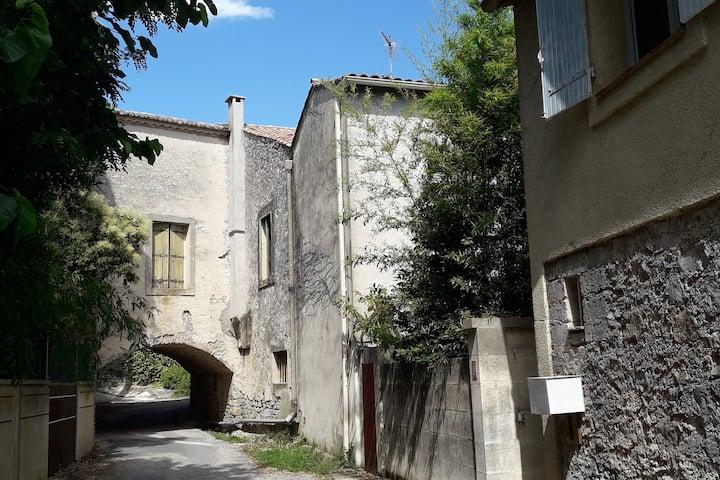 Jolie petite maison au cœur des vignes.
