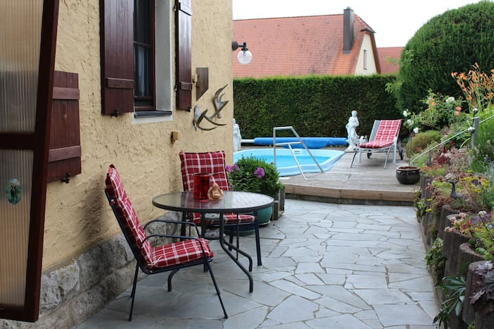 Romantic old forester house with own swimmingpool - Gebsattel - Casa