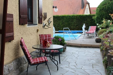 Romantic old forester house with own swimmingpool - Gebsattel - Haus