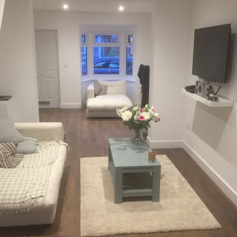 Open living, town centre property - Henley-on-Thames - House