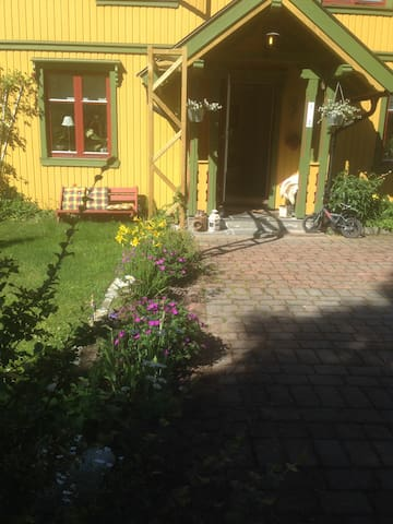 Rom for rent in a cozy wooden house - Hørte - Huis