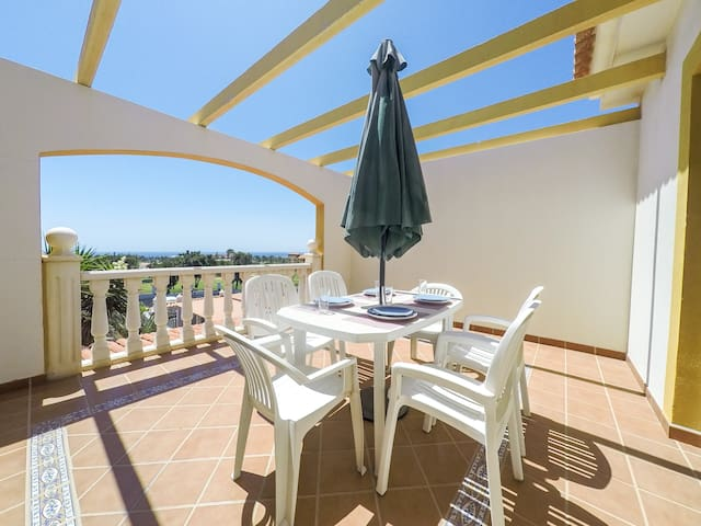 Cozy Refugio – 2 bedrooms, Free Wifi, Pool, Golf and Ocean  View