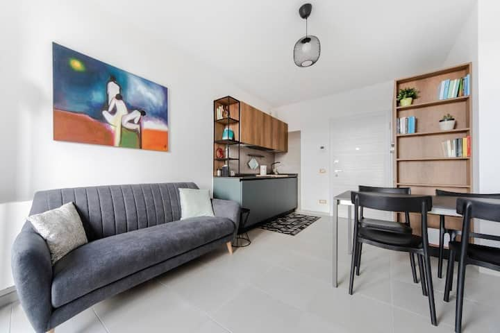 Cozy 2bdr flat with balcony, parking & pool 83356