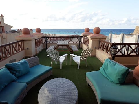 Lazorde bay Cozy roof garden first row sea front