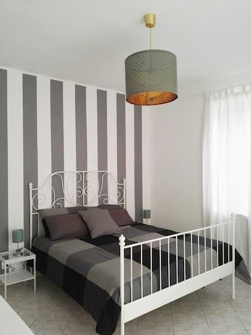 La camera da letto. Luogo rilassante, curato e raffinato.