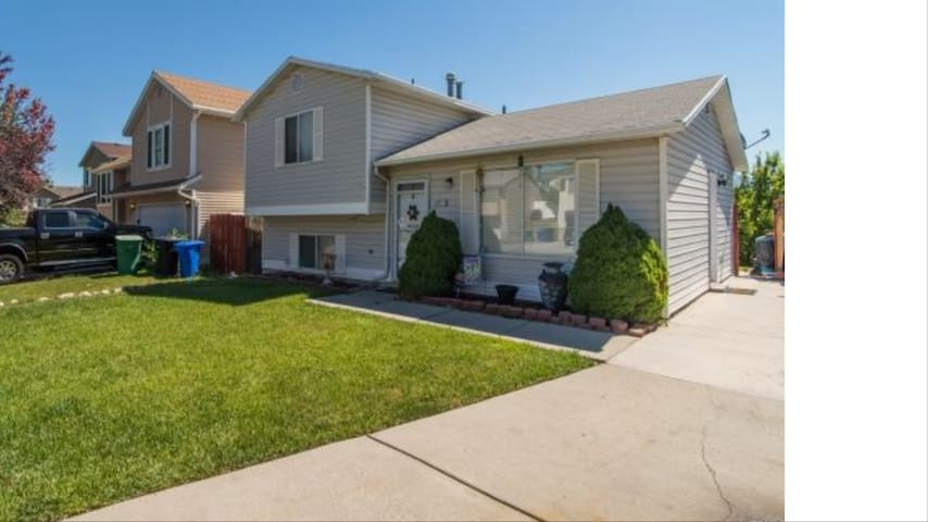 Very clean and nice house and room in West Jordan