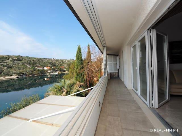 Luxury Dream Apartment**** in Milna for 5
