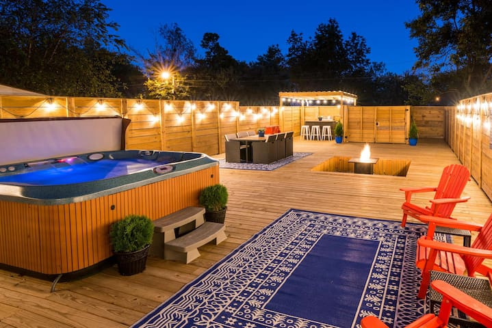 Big Chill - Hot Tub!  MEGA DECK! Walk to Fun!