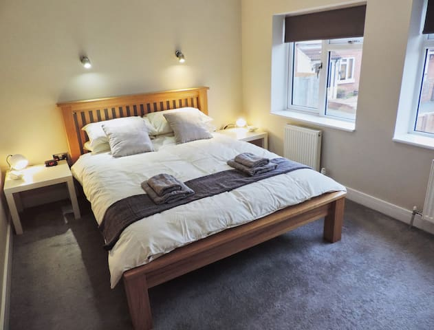 3 Bedroom Farnborough Airport Accommodation