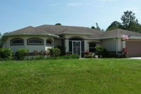 Lovely Entire 3 bedroom Home w/ Pool and jacuzzi.