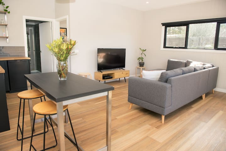 Bungalow In East Geelong Smart Clean Modern Green