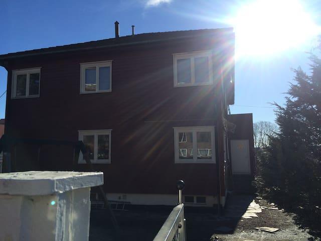 Egen etasje i stort hus - Oslo - House