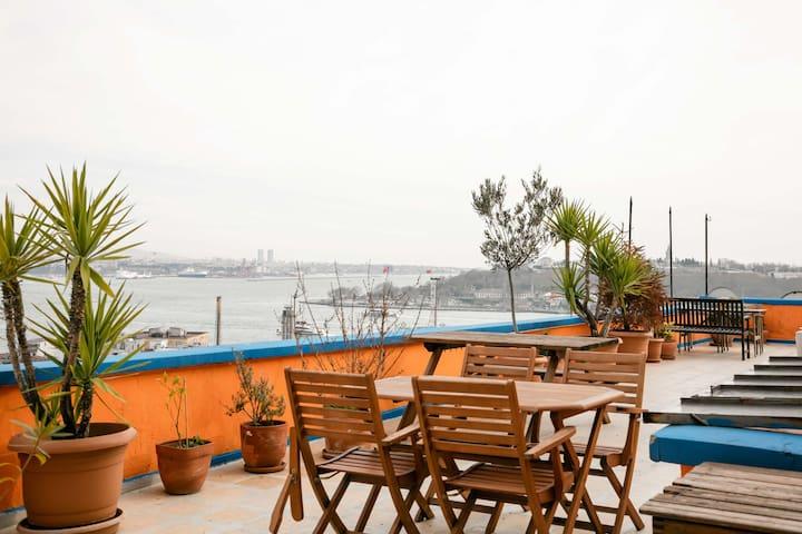 Flat&Amazing Terrace @Galata - İstanbul - Apartment