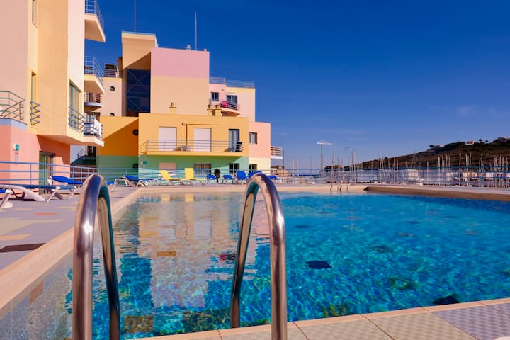 Apartment at Marina, swimming pool,private parking