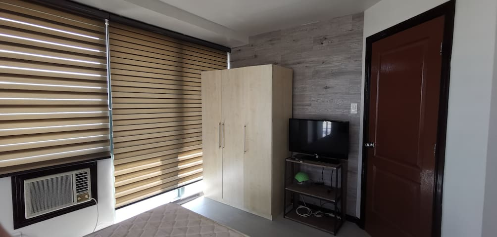 Masters bedroom (Main Bedroom1)
