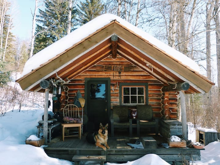 Opheim Lakeshore Romantic Off-grid Cabin