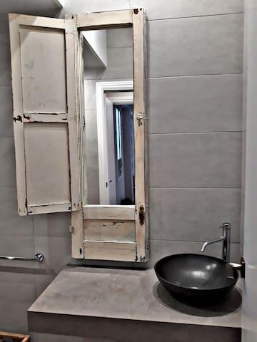 """URBAN SUITES """"EL POSTIGO"""" 5 dormitorios Centro"""