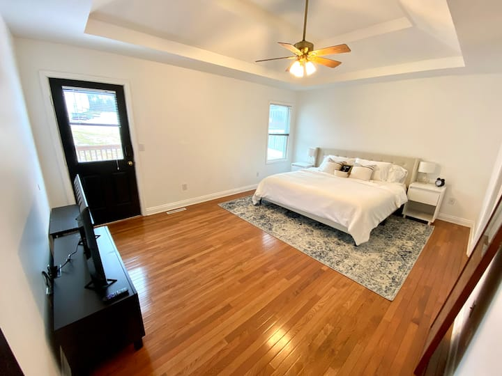 ⭐️Master Suite 1mile from Downtown!⭐️