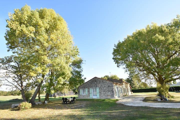 Gemütliches Ferienhaus mit Garten in Saint-Nexans Frankreich