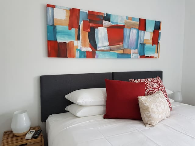 Beau Monde Apartments Newcastle - Worth Place Apartment - Second Bedroom