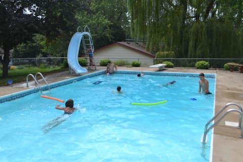 COZY FAMILY-FRIENDLY Split-Level Burnsville Home