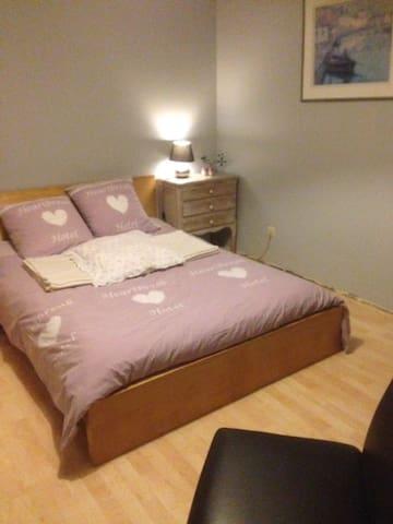 Tarcienne:Lit 2 personnes dans 1 chambre spacieuse - Walcourt - Dům