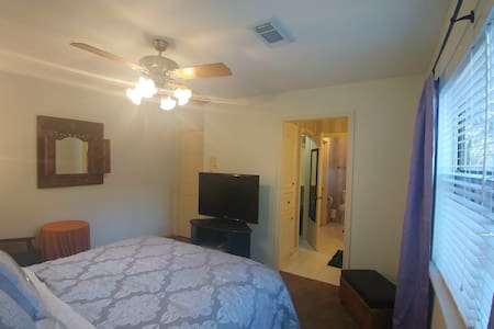 Comfy Suburban Rm/Queen Bed, w/Private Bath,Wifi - Katy - Rumah