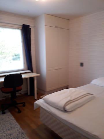 Huone kahdelle henkilölle    120 cm sänky