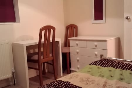 comfortable room close to hospital and town