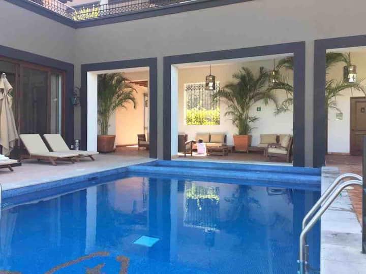 Villa mexicana moderna en Capilla de Piedra