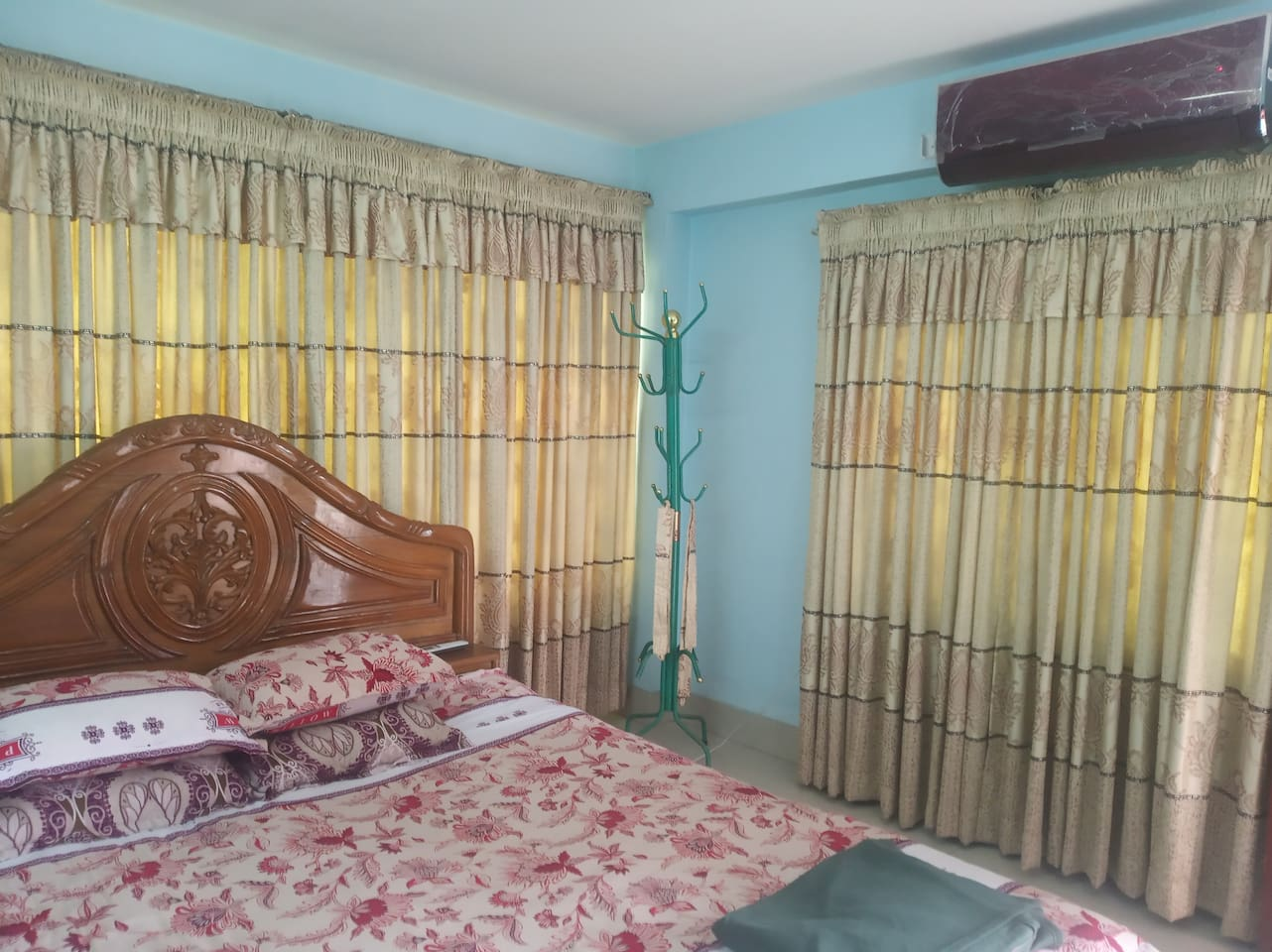 This is the master bed room having AC