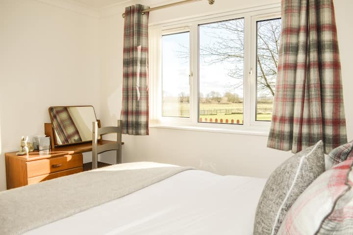 Luxury Country Suite with Complimentary Breakfast