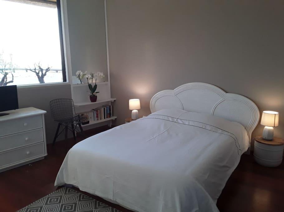 Lit de la chambre d'hote / bed in the guest room
