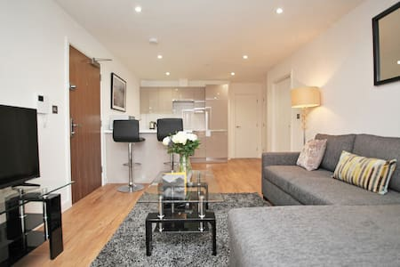 Modern 1 bed flat near Reading Station - Reading