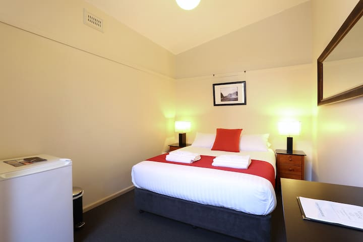Macquarie House - Queen Room 12