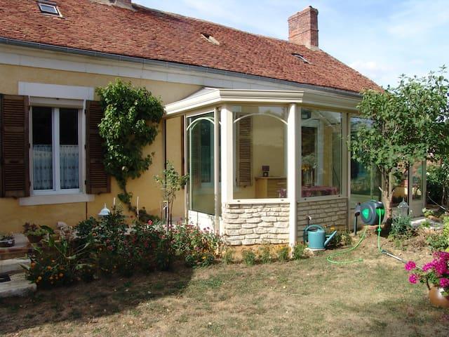Maison de plain pied dans village très  calme