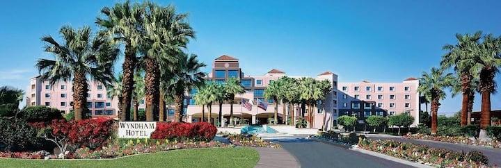 One Bd Coachella Plaza Retreat