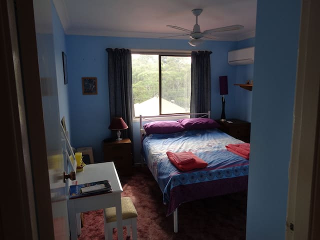 Double Bed close to City / Beach in Family Home
