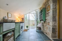 Romantic Country Cottage| Log Fire| Great for Dogs