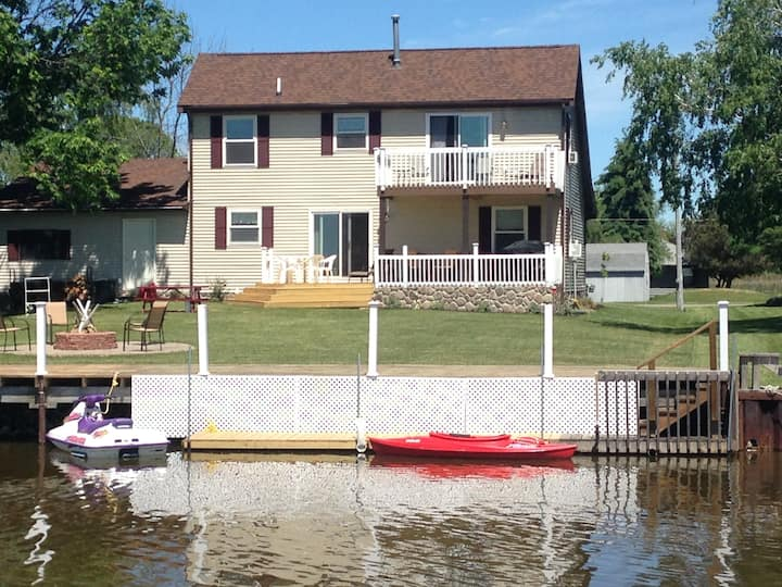 Huron Lakeside Haven - Relaxation or Fun on Water