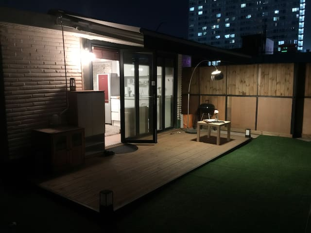 Romantic house with Deck (Best Transportation!) - Gwangjin-gu - Ev