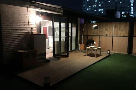 Whole house like a Cafe (Best Transportation!) - Gwangjin-gu - บ้าน