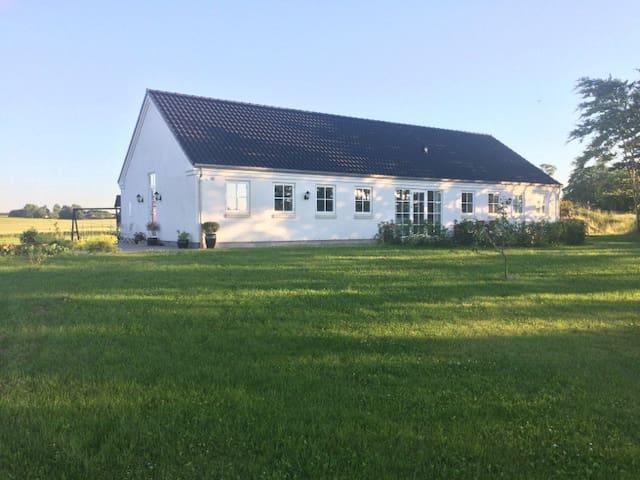 Hus på landet - tæt på Aarhus