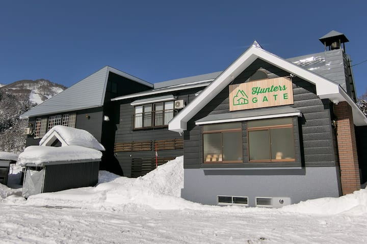 Go To! 24pax Ski-in/out Entire Lodge, Togari Onsen