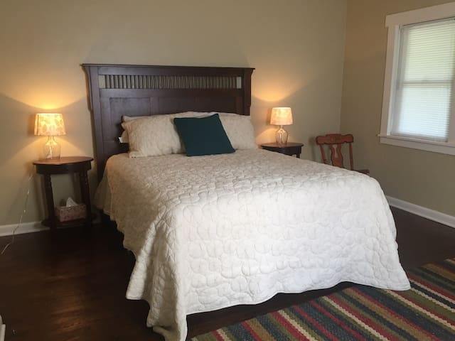Cozy Home in Quiet Neighborhood - Mount Pleasant - Talo