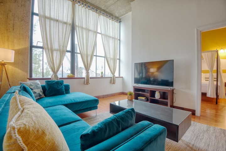 Sosuite | Sensational 2Bed 2Bath w. Skyline View + Discounted Parking