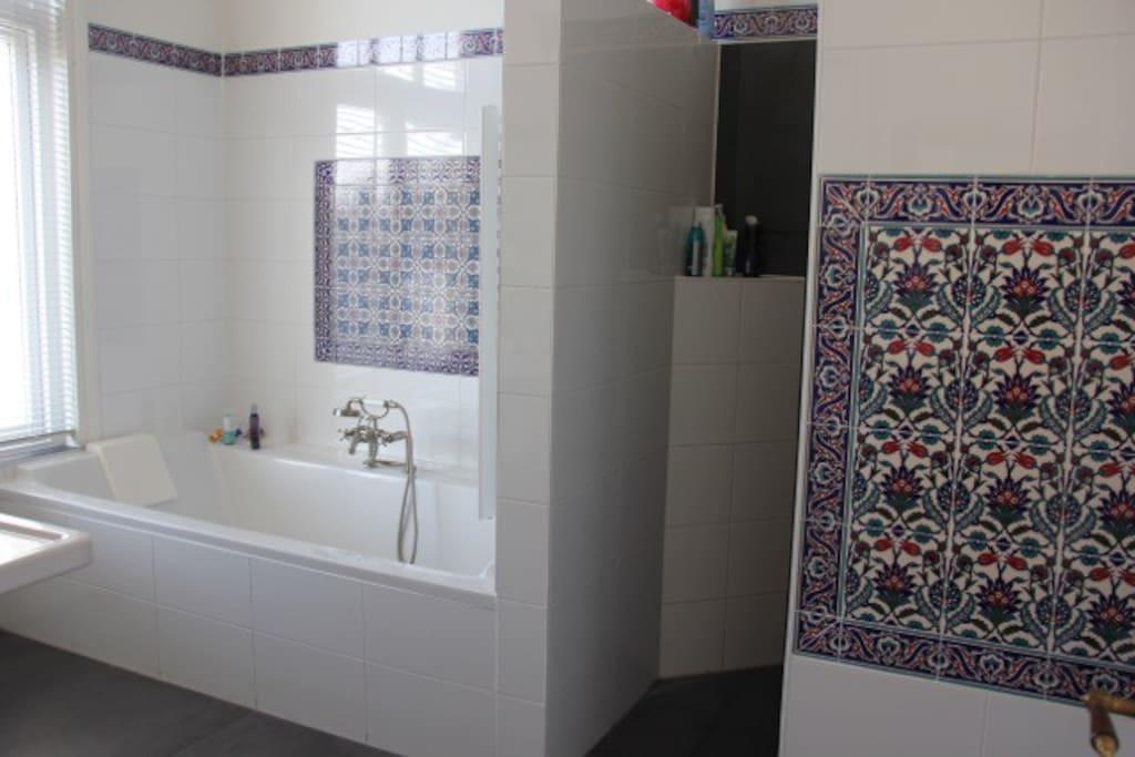 Shared bathroom with Turkisch tiles