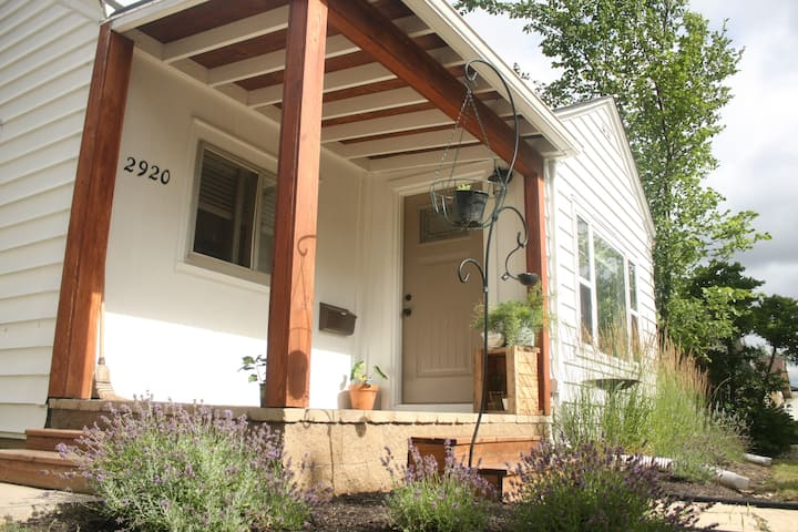 Lincoln Park 2 bedroom home by the Children's Zoo